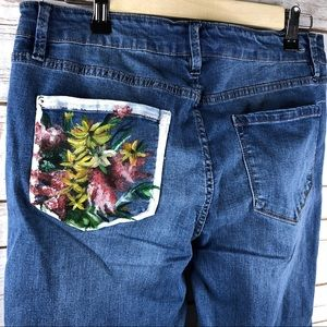 Kensie slim crop hand painted pocket med wash jean